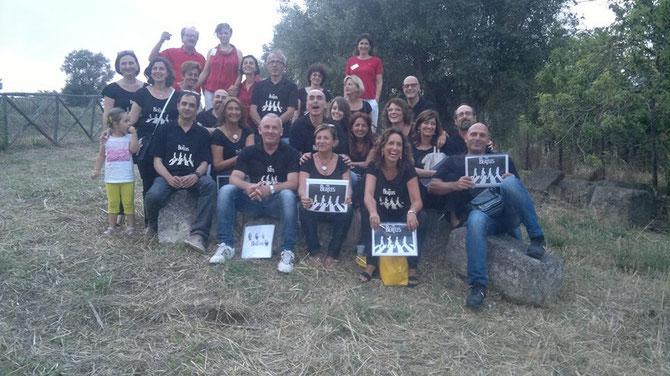 Il coro CanTarQuì dopo il concerto alla Tomba Scataglini di Tarquinia