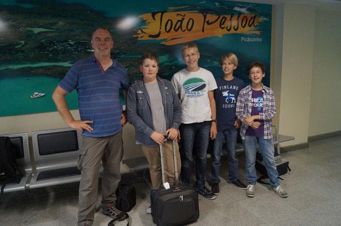 Wir ohne Koffer in dem Flughafen in João Pessoa