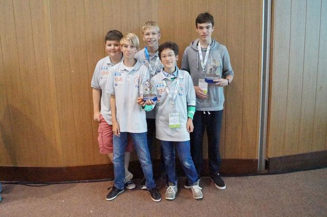 Foto mit den Pokalen und mit Falk (error404)