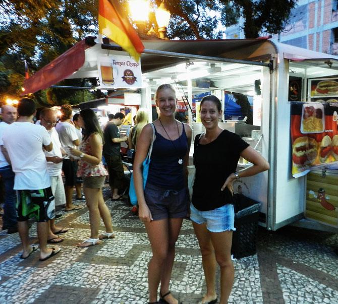 Nicht authentisch, aber trotzdem witzig: Der deutsche Stand auf dem freitäglichen Essensmarkt