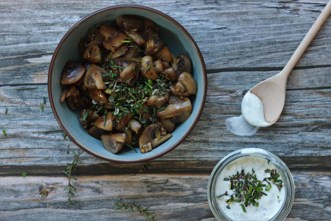 gebratene Champignons mit Kräutern und Knoblauch