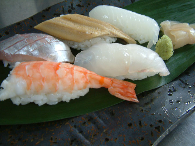 クエの握り寿司(真ん中 白身) 珍しい魚が入りました!!