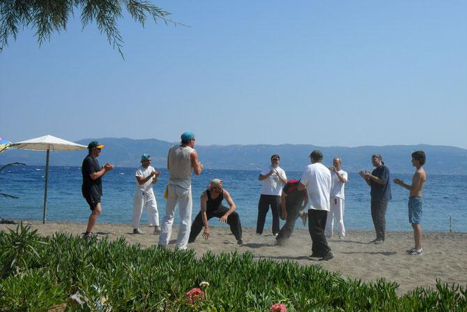 Capueira am Strand von Amarinthos