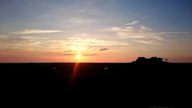 Die Sonne geht über Amrum unter