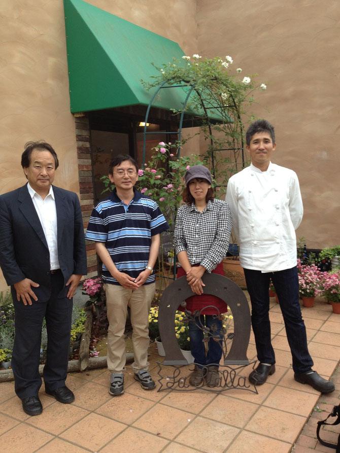 ハーベストガーデンにて豊原治彦先生(左端)を囲んで・・・左から豊原先生、飯島養魚場長、そして佐藤シェフをはじめとするお店のスタッフの方々