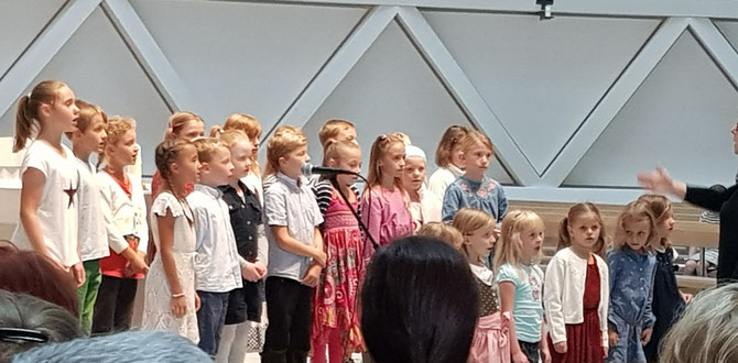 cantica nova Kinderchor Holzkirchen, Ltg. Katrin Wemde-Ebner