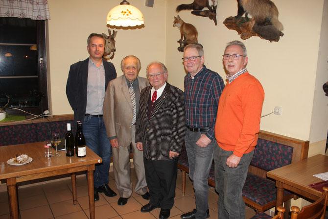 Unsere drei Mundartkünstler Josef Pfeifer, Hermann Jagenteufel, Herbert Fidesser - flankiert von Obm.Stv. Thomas Soucek (links) und Obm. Reinhard Wolf (rechts)