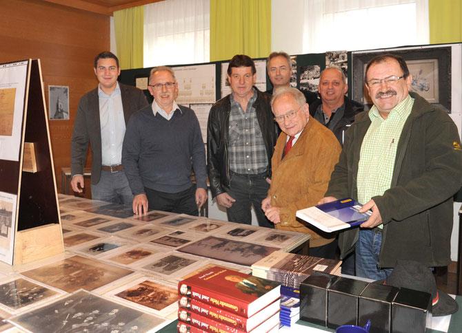 v. l.: Bgm. Markus Baier, Reinhard Wolf, Anton Müller, Thomas Soucek, Prof. Hermann Jagenteufel, Josef Bierbaumer, Vizebgm. Ing. Ernst Muck (Foto: Bertl Schleich)