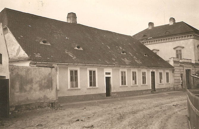 Platter Schule neben Pfarrhof (Aufnahmedatum: 1950 oder 1951)