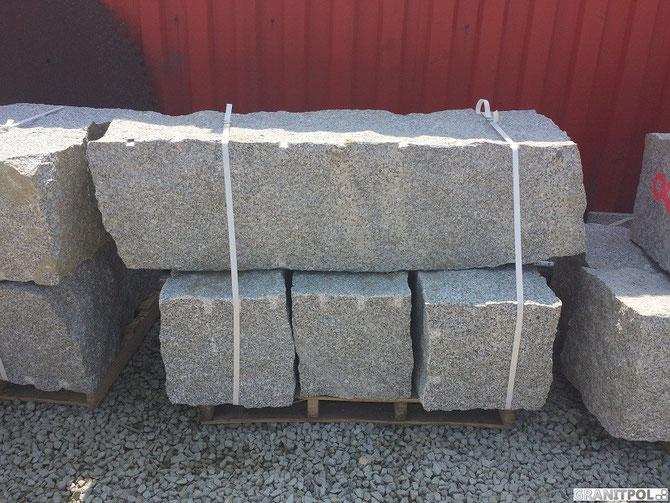 quadersteine ges gt und gespalten aus granit polnischer granit polnische granitbl cke. Black Bedroom Furniture Sets. Home Design Ideas