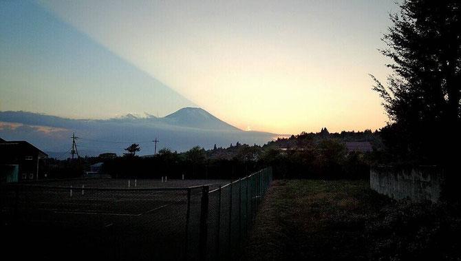ゲームルーム合宿2014より 朝の散歩の富士山 撮影者:らくださん