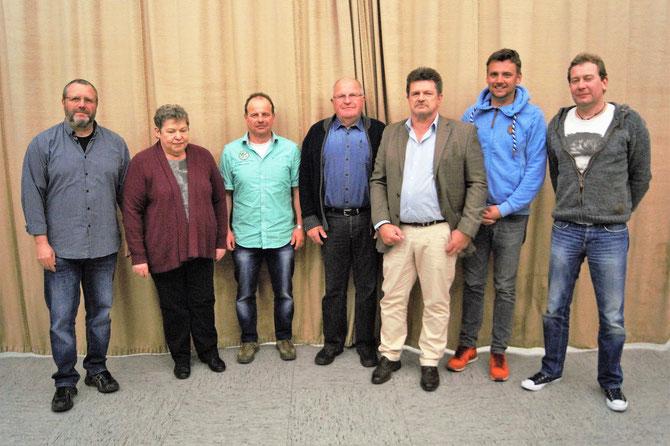 Der Vorstand und die Geehrten: Andreas Tropp, Monika Silberling, Thomas Hörr, Werner Stoll, Franz Lugert, Tobias Schneider, Markus Stroh