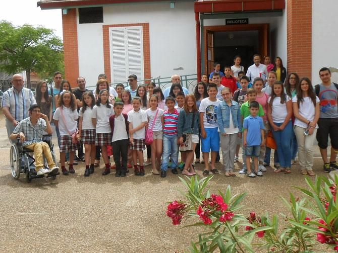 Foto grupal de los jóvenes escritores