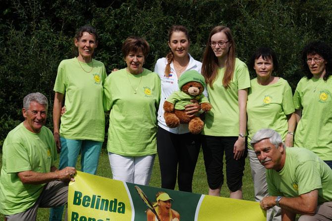 Fanclubfoto mit Belinda und Maskottchen