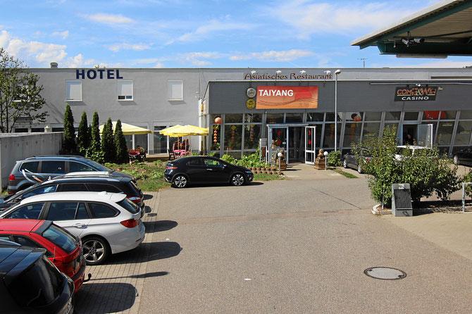 Kostenlose Parkplätze bei der Autowaschanlage und dem Hotel Rheinbrücke, Herten