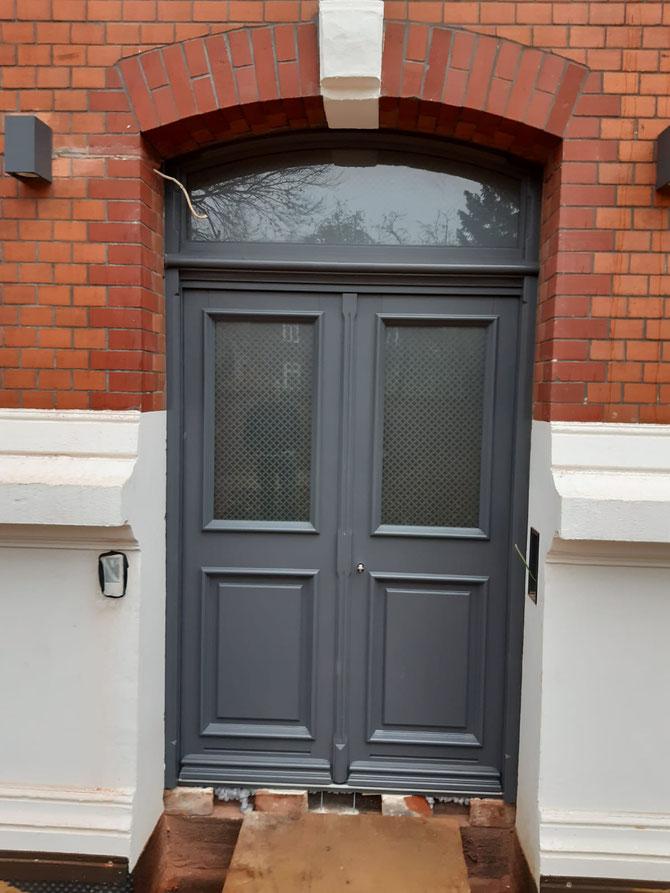 Nebeneingangs-Tür im gleichen Haus in Hamburg