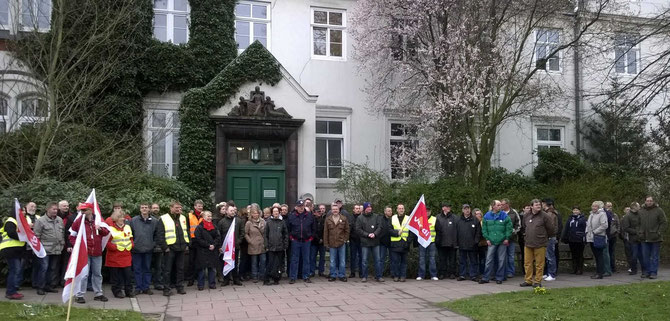 ver.di Bezirk Bremen-Nordniedersachsen demonstriert am Gartenbauamt Bremerhaven    (c)ver.di