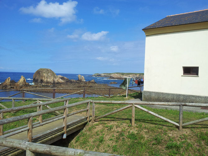 Herberge direkt am Ufer mit eigenem Strand in Tapia de Casariego.