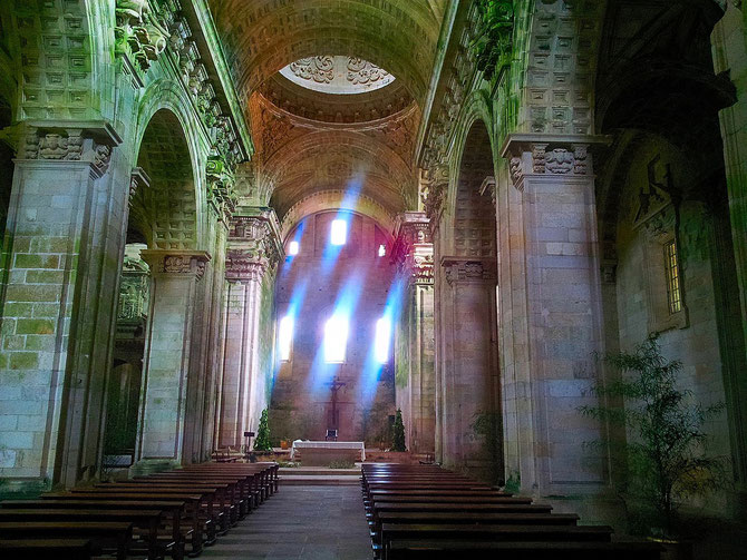 Die klosterliche Kapelle wirkt verlassen aber stimmungsvol.