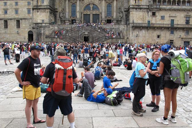 Der Platz vor der Kathedrale ist ein Treffpunkt. Über mehrere Tage trifft man hier alle die mann unterwegs kennengelernt hat. Am besten gegen 12 Uhr.