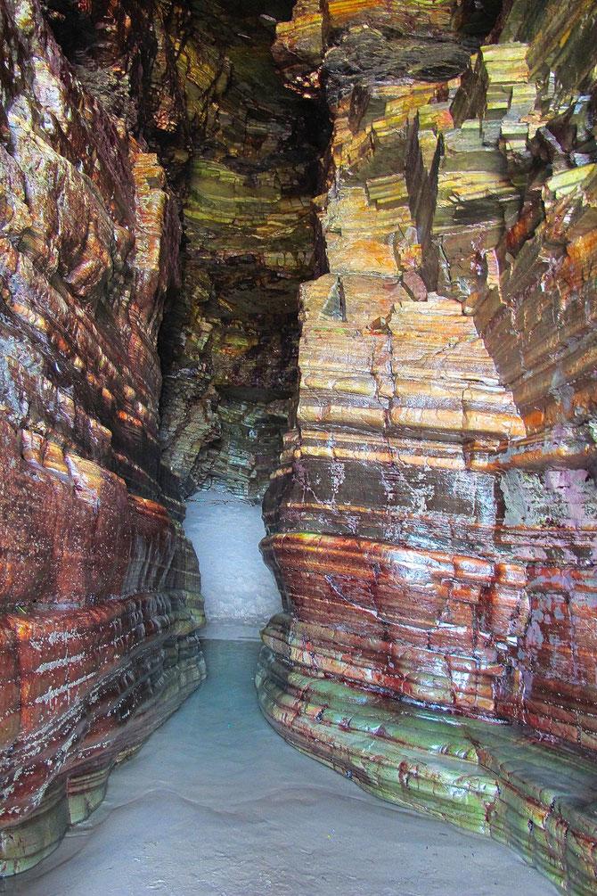 Die Grotte wird auch wasserfrei. Betretten von diese Grotte ist aus Sicherheitsgründen nicht erlaubt, aber kaum jemand hält sich daran.