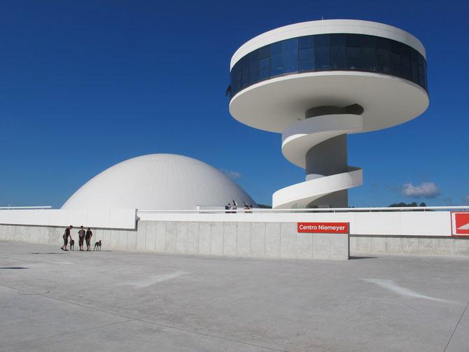 Centro Niemeyer in Aviles. Der Stararchitekt hat ua. Brasil entworfen.