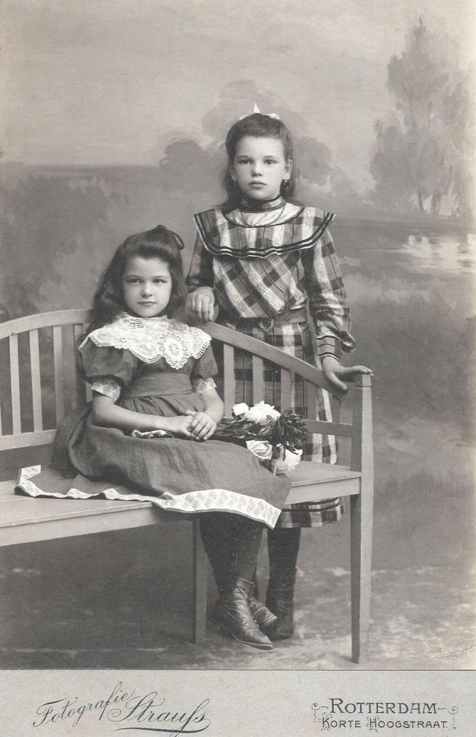 Heintje Molenaar (1899-1973) en Dirkje Dina Molenaar (1897-1988) omstreeks 1908