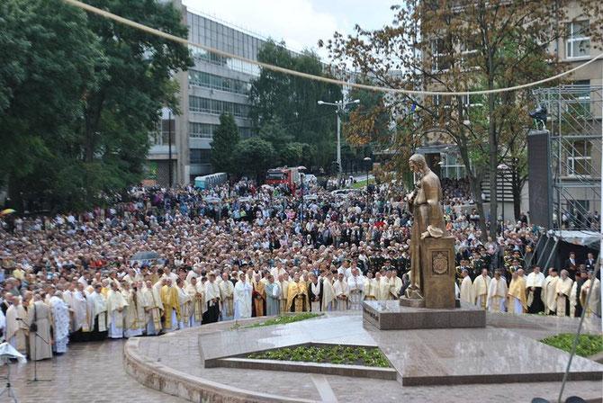 Відкриття пам'ятника Митрополиту Андрею Шептицькому (фото Віри Ценглевич)