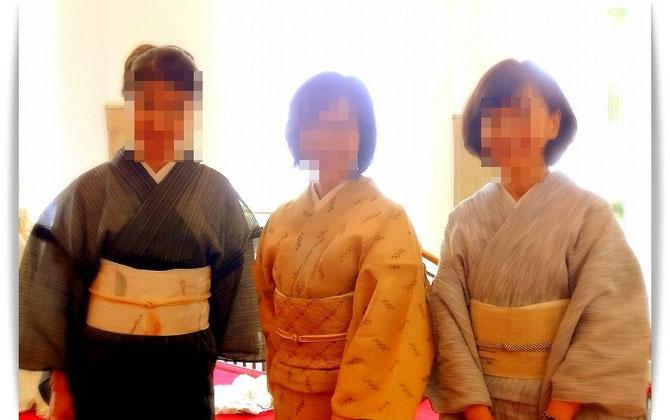 いい笑顔の生徒さん。三人三様の個性が出た、素敵なきもの姿です。宝塚ホテルロビーにて。