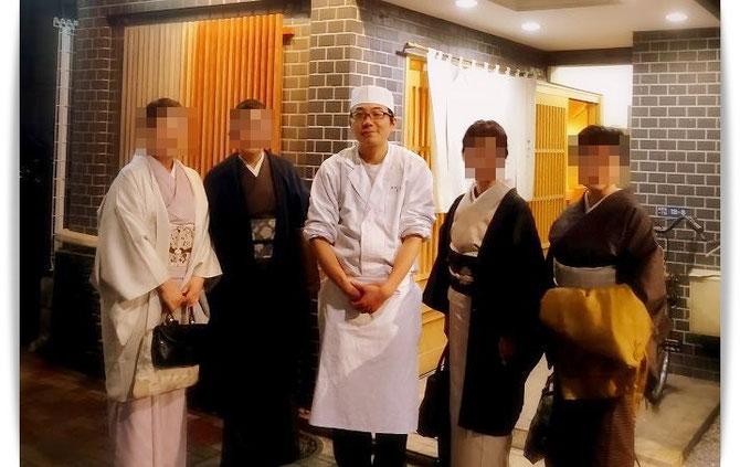 新ばし星野にて森田空美着付け教室の忘年会。ご店主と記念撮影。