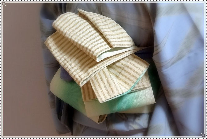 浴衣着付けと、半幅帯の変り結び「カラテア結び」。バランスが大事です。
