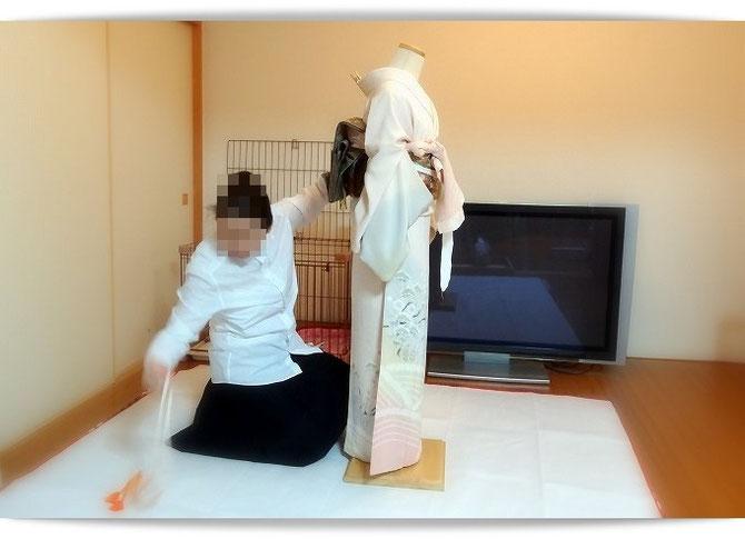 着付け国家技能検定を受験する森田空美流着付け教室の生徒さんの練習風景です。明日が本番です。