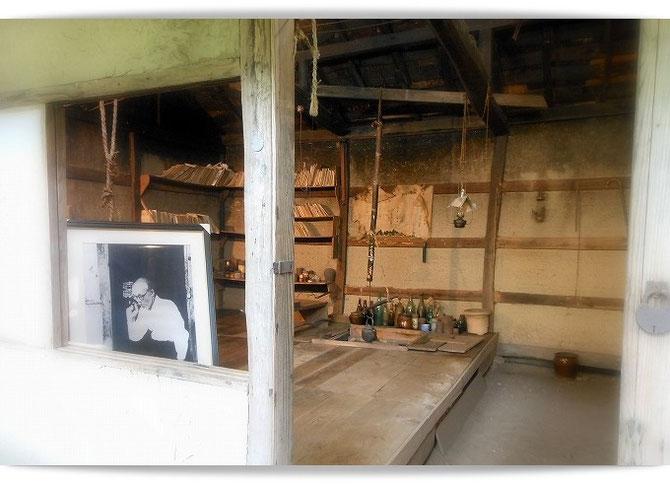 高村山荘の内部。この小さなスペースで生活をしたのですね。