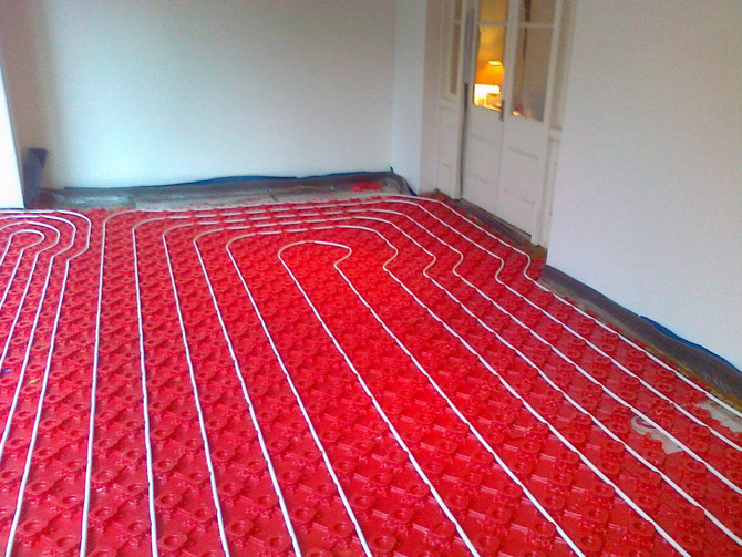 Underfloor heating in plastic panels