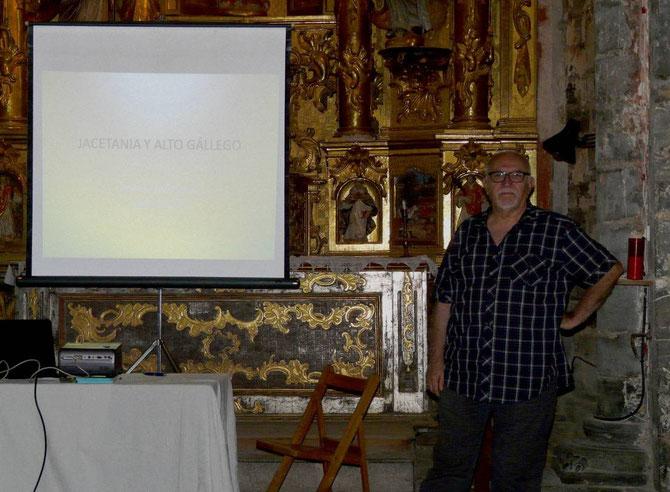 Rafael Margale en la charla sobre los Peirones, cruceros, cruces y zoques en las comarcas oscenses de la Jacetanía y Alto Gallego