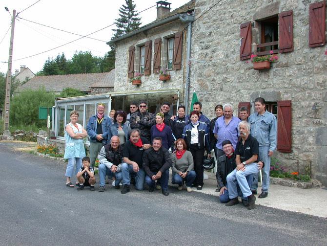 2006/ l'Oustal de Bally-Lozère. Le club y a fait deux expéditions chaleureuses par l'accueil des proprios + de solides apéritifs!