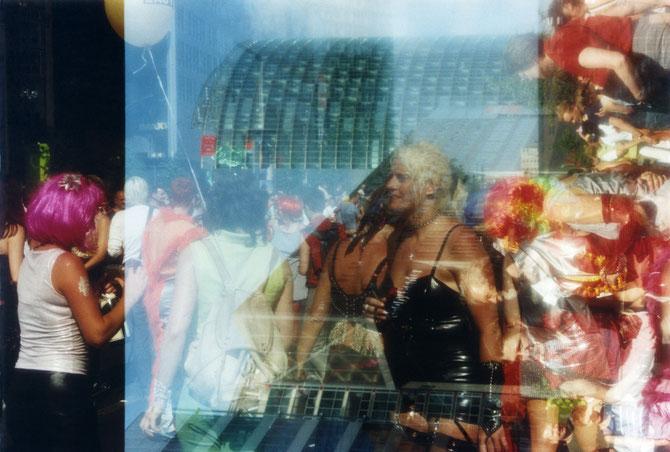 CSD Berlin 2002, analoge Farbfotografie, 40 x 60 cm, C Christa Biedermann