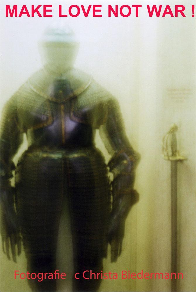 Fotozyklus entstanden im Rahmen einer Intervention im HGM Heeresgeschichtlichen Museum Wien 2013/14, c Christa Biedermann