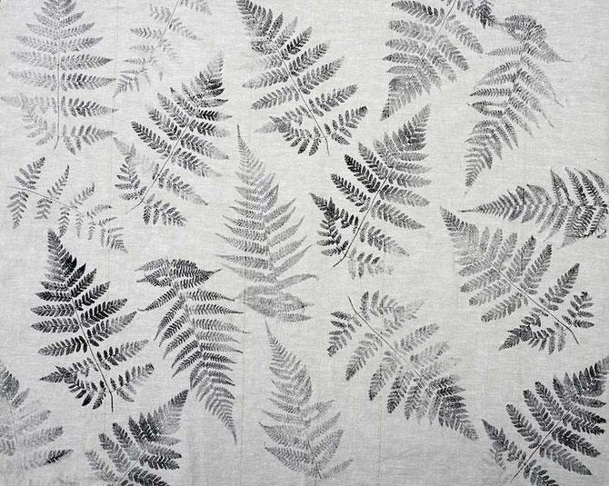 mit Farnblättern bedruckter Stoff (by develloppa)