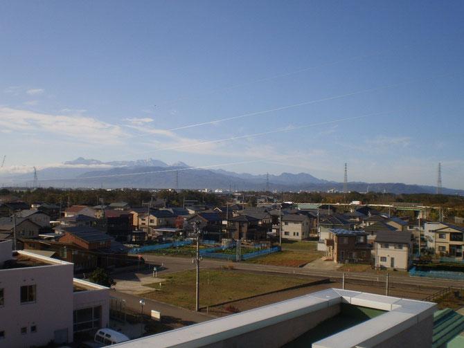 頸城三山もうっすらと雪化粧。今年もまた一歩、冬が近づいてきました