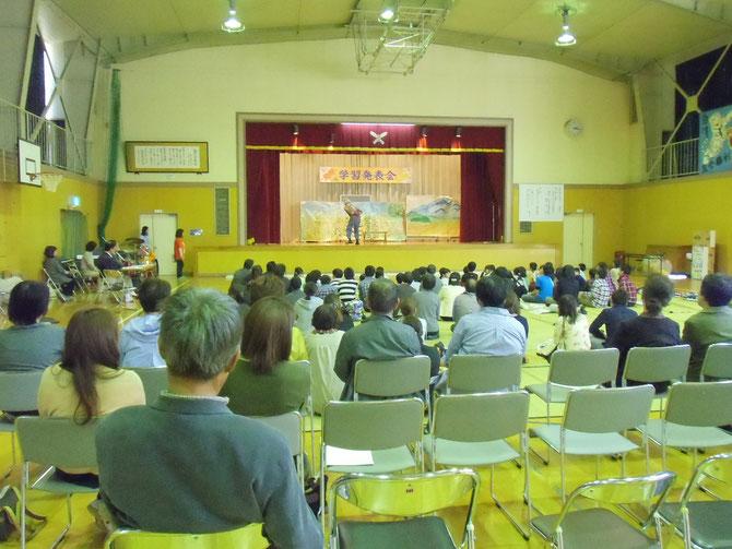 上越市立諏訪小学校の文化祭で「寸劇のコメさん」を熱演。私たちの想い、伝わりましたでしょうか