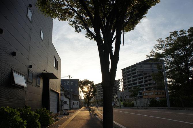 夕刻の『直江津駅南口』周辺。子どもの頃、一帯は田んぼしかありませんでした