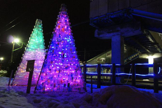 「手作りのツリー」と「しらゆき」が醸し出す世界観。そこはまさに「冬のホットステーション」です