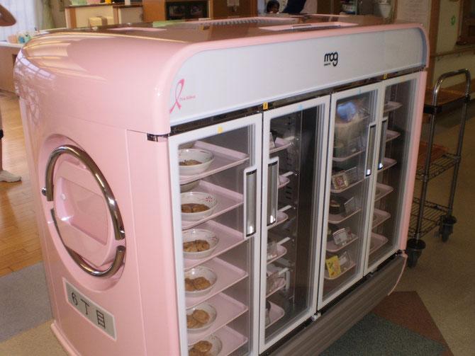 新しくなった「温冷配膳車」。コンパクトで丸みを帯びたフォルム。可愛がってくださいね