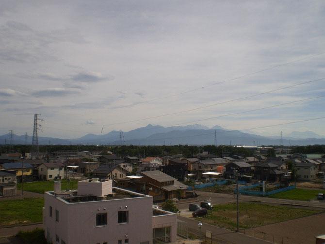 高田平野一帯が熱風に包まれた一日。体温以上に気温が上昇。高校球児にも厳しい今年の夏