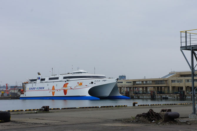 4月21日に運行を開始する佐渡汽船「あかね」。これから、たくさんの人たちの想いをつないで下さい!