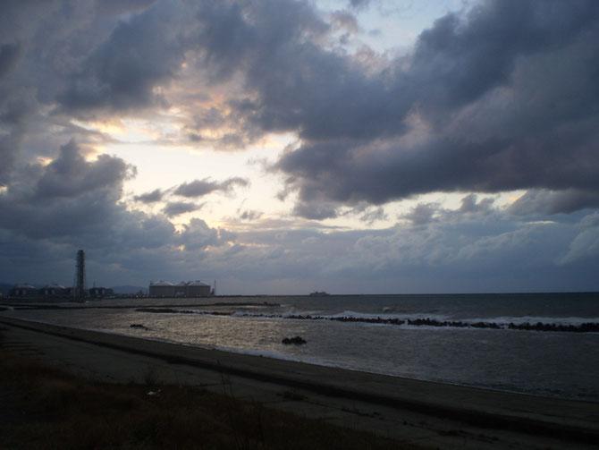 今日のうみまち日本海。荒天のなか、カーフェリーが出航。力強く進むその姿に感動しました