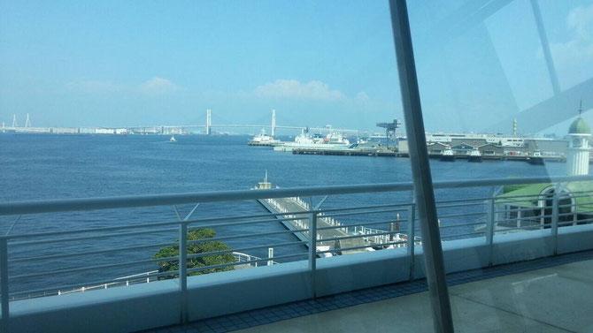 会場から見える「みなとまち横浜」。さあ、いよいよ明日は本番です!