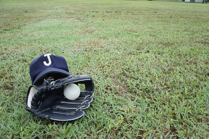 地元球児の活躍に触発されてか、野球小僧も四十肩を忘れ、「キャッチボール」に勤しみました