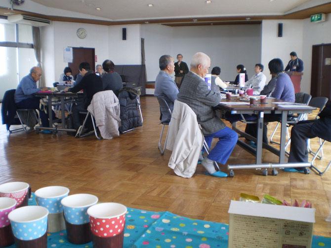 「カフェ形式」で行った、今回の「地域ケア会議」。自然と会話も弾んでいきました